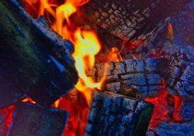 2021-04-20 Feuer-Pixabay- adonyig-2915539_1920